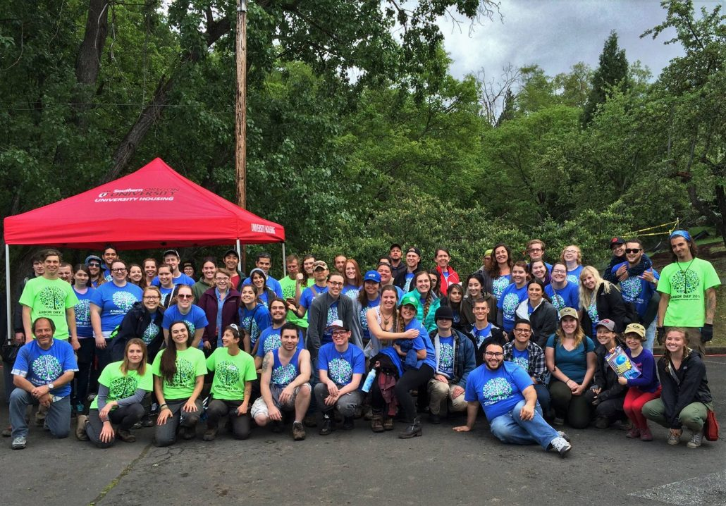volunteers at SOU arbor day event